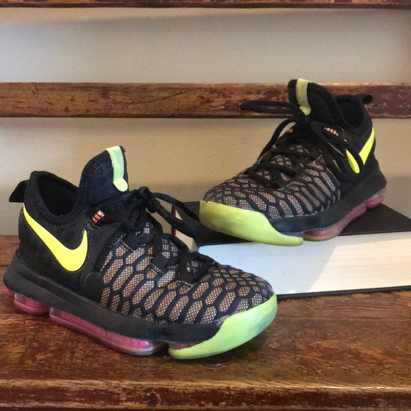 outlet store d9d64 b1c93 Nike KD Kevin Durant basketball shoes